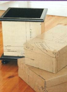 Ящик для мусора и коробки