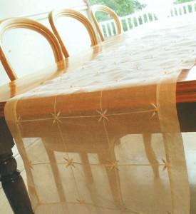 Дорожка для стола, украшенная бисером