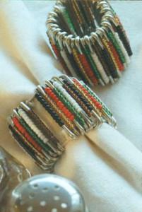 Кольца для салфеток из английских булавок