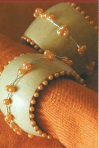 Кольца для салфеток, украшенные проволокой и бисером