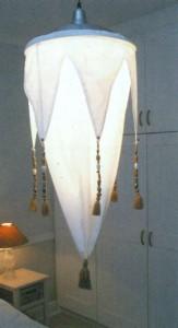 Светильник, украшенный бусинами