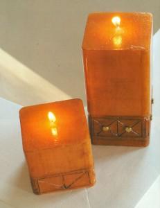 Раскрашенные свечи с резным рисунком