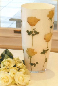 Стеклянная ваза в технике декупаж