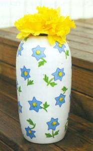 Фарфоровая ваза с узором в цветочек