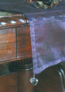 Дорожка из пурпурной органзы
